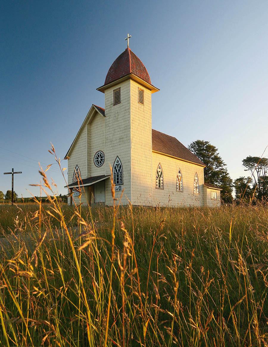 Fotografía de iglesia cristiana en el camino Real